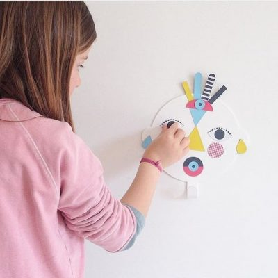 Child playing with Magnet Happy hook collection Childhood memories - Tresxics